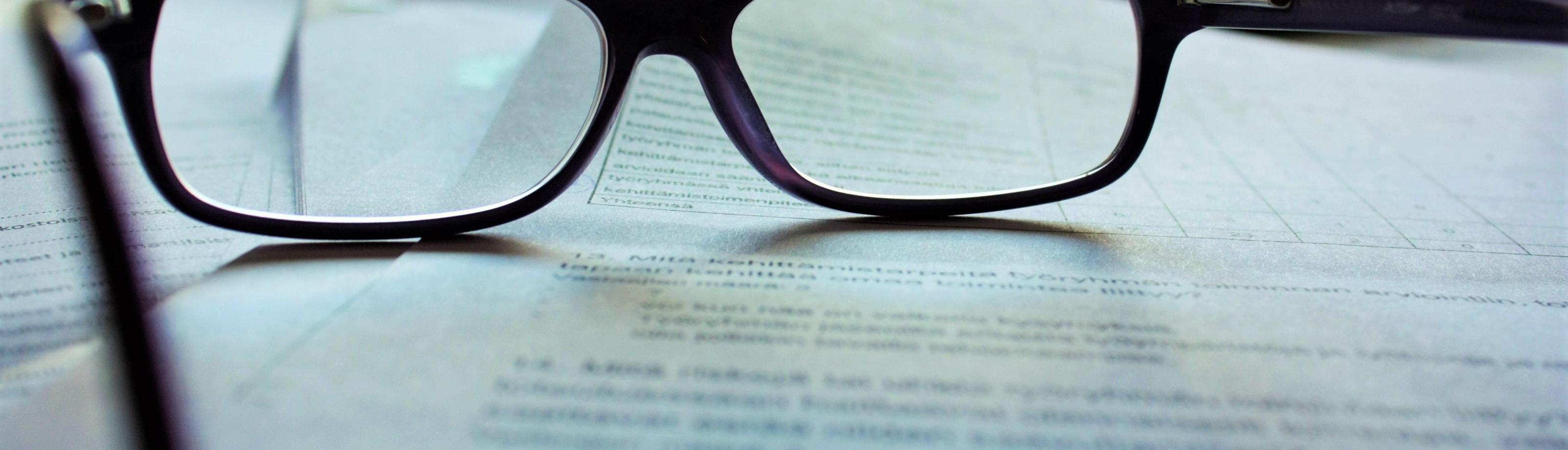 Plaatje bril op papier