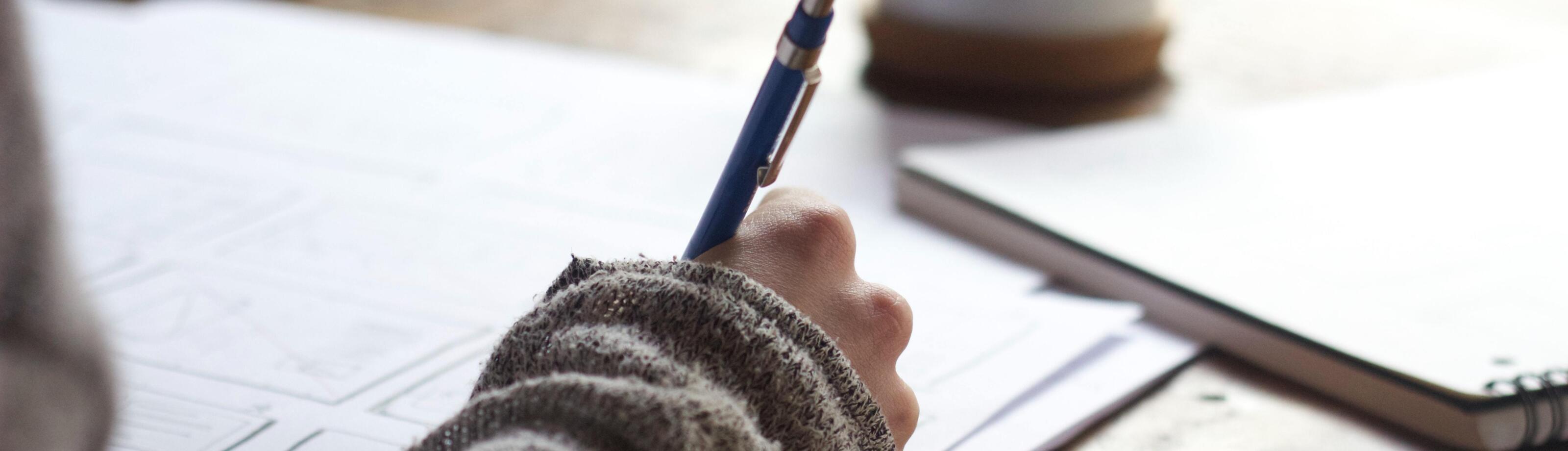 Vrouw die schrijft
